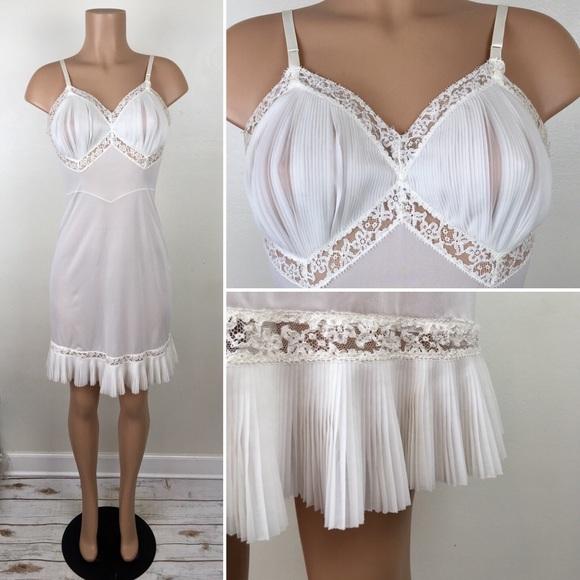 64da7be845757 Vintage 50s Vanity Fair Nylon Slip Dress Lingerie.  M_5bcb1f8c04e33d5caf7b459d